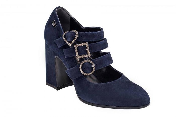Замшевые туфли с пряжками